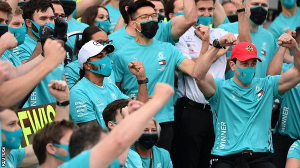 Lewis Hamilton: Ar renunta cu adevarat la cea mai de succes echipa a F1?