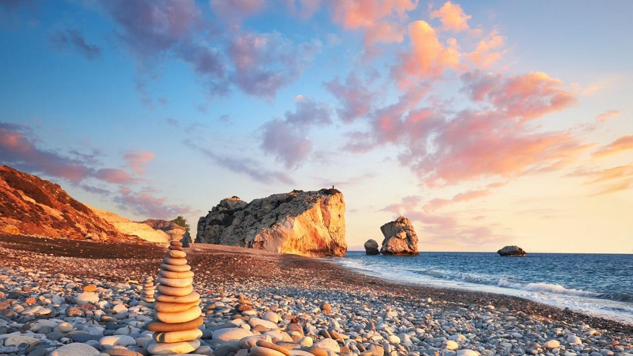 Pentru inotul de la sfarsitul sezonului si verile interminabile, Cipru are unul dintre cele mai lungi sezoane de plaja din Europa