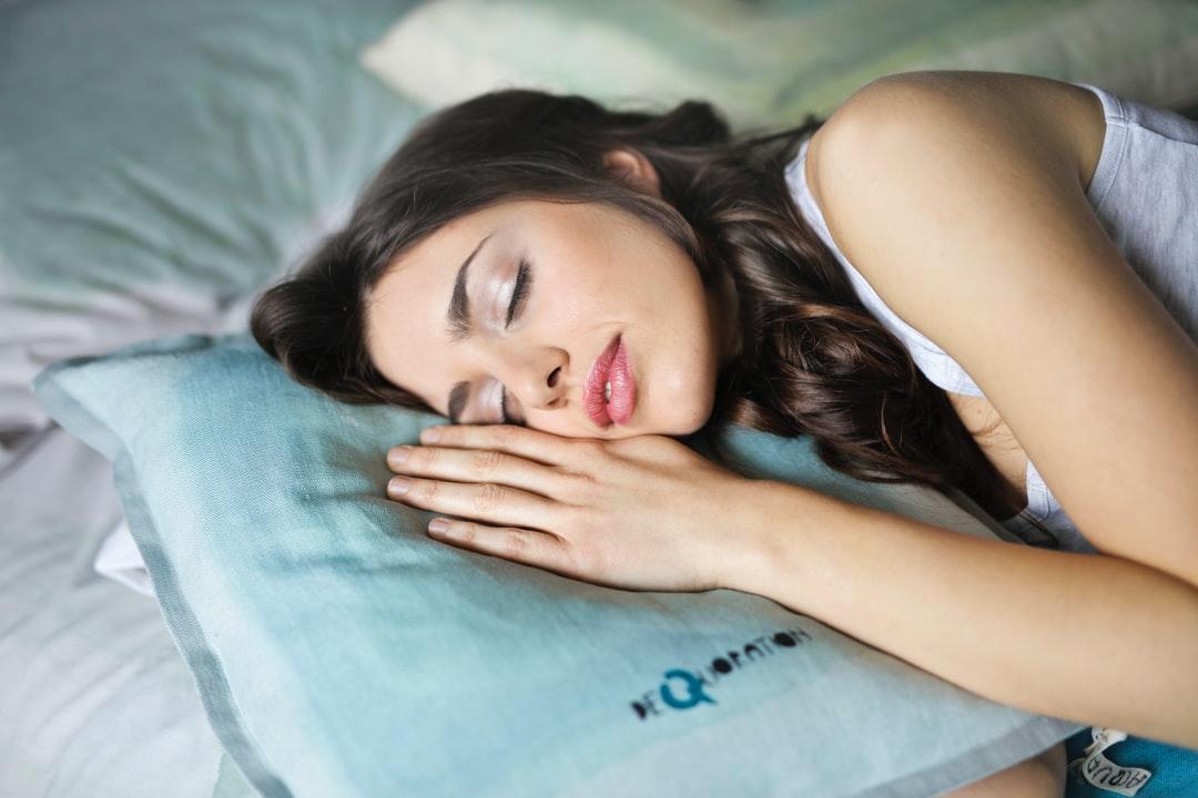 7 sfaturi bazate pe dovezi pentru a dormi mai bine noaptea