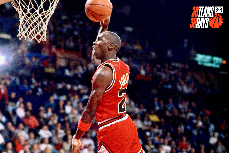 O pereche de incaltaminte sport purtata de legenda baschetului american Michael Jordan, vanduta cu peste 152.000 de dolari