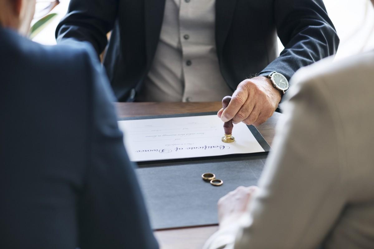 Situatii cu care te poti confrunta si trebuie sa angajezi un avocat